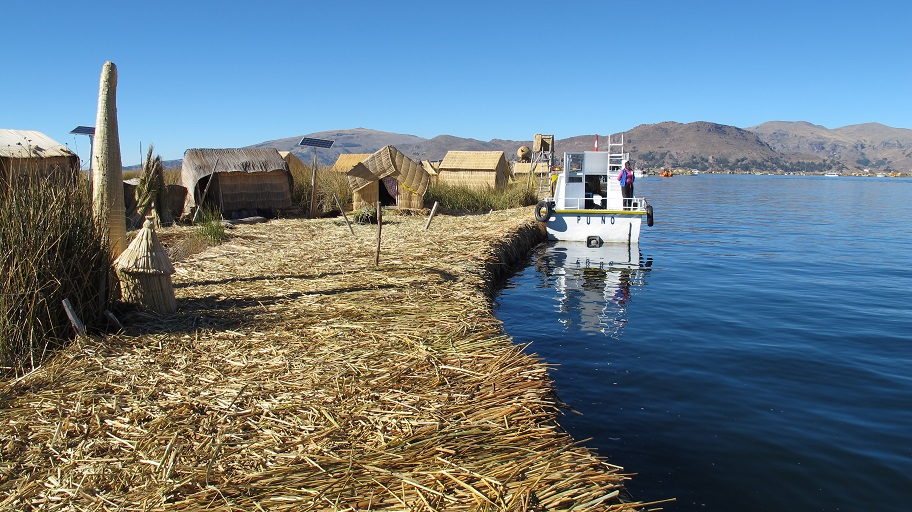 013.29 Uros Floating Islands
